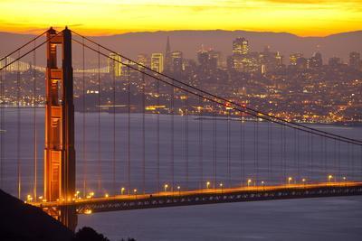 https://imgc.allpostersimages.com/img/posters/the-golden-gate-bridge-and-san-francisco-skyline-at-sunrise_u-L-PQ8UXT0.jpg?p=0