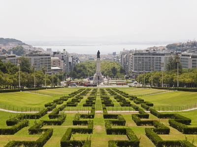 https://imgc.allpostersimages.com/img/posters/the-greenery-of-the-parque-eduard-vii-runs-towards-the-marques-de-pombal-memorial-in-central-lisbon_u-L-PFNZ5I0.jpg?p=0