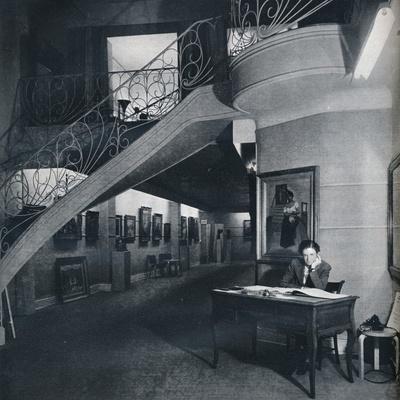 https://imgc.allpostersimages.com/img/posters/the-ground-floor-gallery-of-the-american-british-art-center-c1941_u-L-Q1EF7QQ0.jpg?artPerspective=n