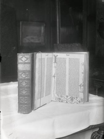 https://imgc.allpostersimages.com/img/posters/the-guttenberg-bible_u-L-PZOU0U0.jpg?artPerspective=n