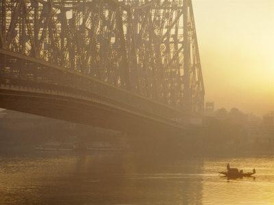 https://imgc.allpostersimages.com/img/posters/the-howrah-bridge-over-the-hugli-river-calcutta-west-bengal-india_u-L-P2H91K0.jpg?p=0