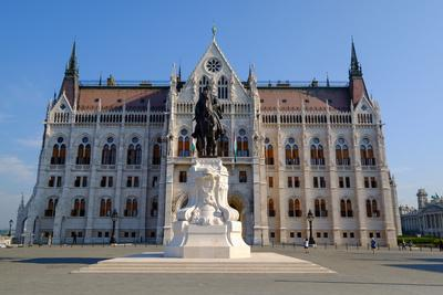https://imgc.allpostersimages.com/img/posters/the-hungarian-parliament-building-and-statue-of-gyula-andressy-budapest-hungary-europe_u-L-Q12SB900.jpg?p=0