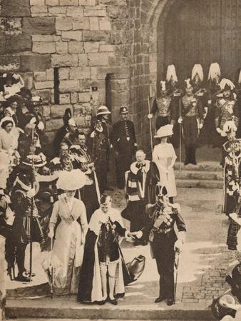 https://imgc.allpostersimages.com/img/posters/the-investiture-of-the-prince-of-wales-at-caernarvon-castle-13-july-1911-1935_u-L-Q1EFAO60.jpg?artPerspective=n