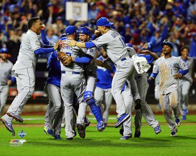 The Kansas City Royals celebrate winning Game 5 of the 2015 World Series