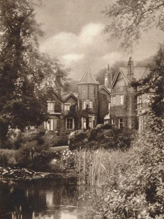 https://imgc.allpostersimages.com/img/posters/the-king-s-birthplace-c1937_u-L-Q1EFC1M0.jpg?artPerspective=n