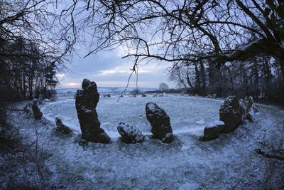 https://imgc.allpostersimages.com/img/posters/the-king-s-men-in-snow-the-rollright-stones-near-chipping-norton_u-L-PWFJQF0.jpg?artPerspective=n