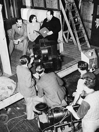 https://imgc.allpostersimages.com/img/posters/the-lady-vanishes-1938_u-L-Q10TT8Q0.jpg?artPerspective=n