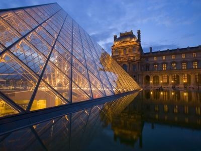 https://imgc.allpostersimages.com/img/posters/the-louvre-at-twilight-paris-france_u-L-P248SW0.jpg?artPerspective=n