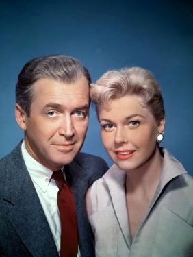 THE MAN WHO KNEW TOO MUCH, 1956 directed by ALFRED HITCHCOCK James Stewart and Doris Day (photo)
