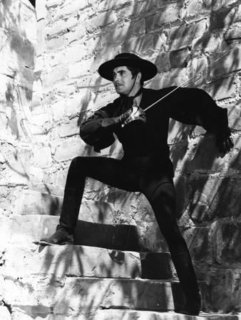 https://imgc.allpostersimages.com/img/posters/the-mark-of-zorro-1940-directed-by-rouben-mamoulian-tyrone-power-b-w-photo_u-L-Q1C1WMU0.jpg?artPerspective=n