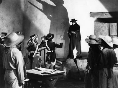 https://imgc.allpostersimages.com/img/posters/the-mark-of-zorro-1940-directed-by-rouben-mamoulian-tyrone-power-b-w-photo_u-L-Q1C1WS10.jpg?artPerspective=n