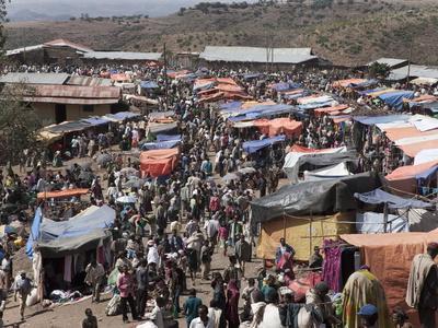 https://imgc.allpostersimages.com/img/posters/the-market-of-lalibela-amhara-region-ethiopia-africa_u-L-PFO1810.jpg?p=0