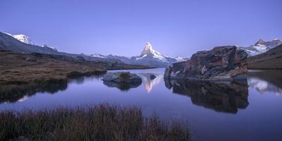 https://imgc.allpostersimages.com/img/posters/the-matterhorn-reflected-in-stellisee-at-sunrise_u-L-PWFLS30.jpg?p=0