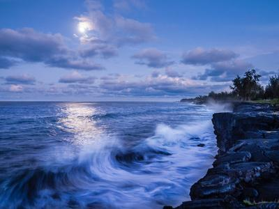 https://imgc.allpostersimages.com/img/posters/the-moon-shines-bright-along-the-southeast-coast-of-the-big-island-hawaii_u-L-Q1BANX50.jpg?artPerspective=n