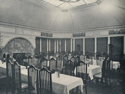 https://imgc.allpostersimages.com/img/posters/the-morris-room-at-the-clarion-cafe-manchester-c1911_u-L-Q1EFC2T0.jpg?artPerspective=n