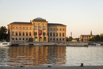 https://imgc.allpostersimages.com/img/posters/the-national-museum-building-stockholm-sweden-scandinavia-europe_u-L-PWFLHK0.jpg?p=0