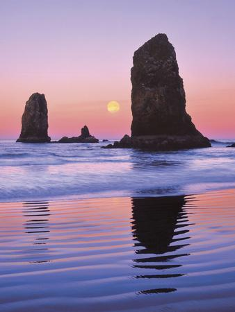 https://imgc.allpostersimages.com/img/posters/the-needles-rock-monoliths-at-sunrise-cannon-beach-oregon-usa_u-L-PN6XIF0.jpg?p=0