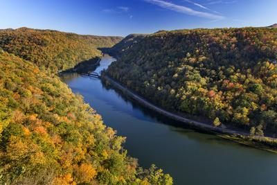 https://imgc.allpostersimages.com/img/posters/the-new-river-gorge-hawks-nest-state-park-autumn-west-virginia-usa_u-L-PXRA020.jpg?artPerspective=n