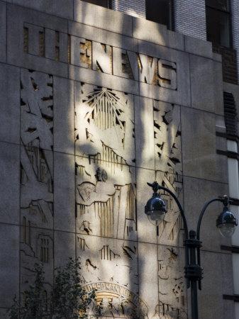 https://imgc.allpostersimages.com/img/posters/the-news-building-manhattan-new-york-city-new-york-usa_u-L-P1KAET0.jpg?p=0