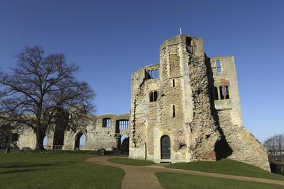 https://imgc.allpostersimages.com/img/posters/the-norman-gateway-and-staircase-tower-at-the-ruins-of-newark-castle-in-newark-upon-trent_u-L-PWFEJV0.jpg?p=0