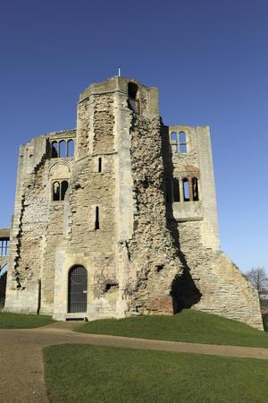 https://imgc.allpostersimages.com/img/posters/the-norman-gateway-and-staircase-tower-at-the-ruins-of-newark-castle-in-newark-upon-trent_u-L-PWFEKV0.jpg?artPerspective=n
