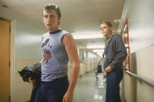 THE OUTSIDERS, 1982 directed by FRANCIS FORD COPPOLA Emilio Estevez andThomas C. Howell (photo)