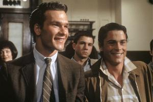 THE OUTSIDERS, 1982 directed by FRANCIS FORD COPPOLA Patrick Swayze and Rob Lowe (photo)