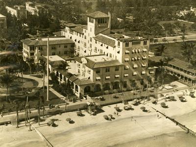 https://imgc.allpostersimages.com/img/posters/the-pancoast-hotel-miami-beach-1933_u-L-PPQUEM0.jpg?p=0