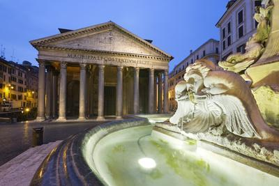 https://imgc.allpostersimages.com/img/posters/the-pantheon-and-fountain-at-night-piazza-della-rotonda-rome-lazio-italy_u-L-PWFGW30.jpg?p=0