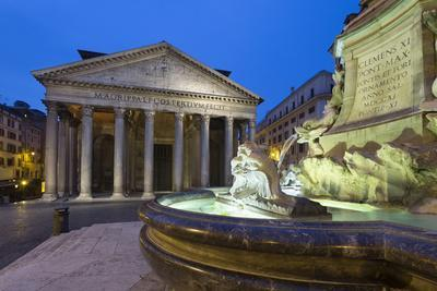 https://imgc.allpostersimages.com/img/posters/the-pantheon-and-fountain-at-night-piazza-della-rotonda-rome-lazio-italy_u-L-PWFGX30.jpg?p=0