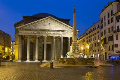 https://imgc.allpostersimages.com/img/posters/the-pantheon-and-piazza-della-rotonda-at-night-rome-lazio-italy_u-L-PWFKDR0.jpg?p=0