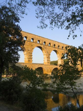 https://imgc.allpostersimages.com/img/posters/the-pont-du-gard-roman-aquaduct-over-the-gard-river-avignon-france_u-L-P248RT0.jpg?p=0