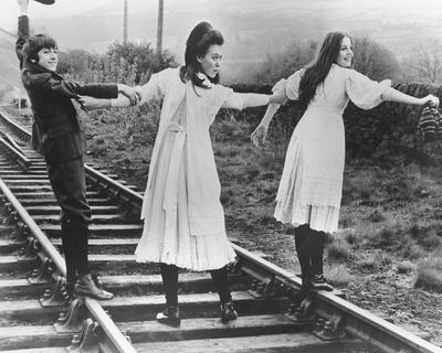 https://imgc.allpostersimages.com/img/posters/the-railway-children_u-L-P705PH0.jpg?artPerspective=n