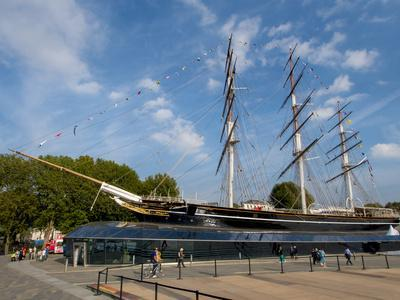https://imgc.allpostersimages.com/img/posters/the-renovated-cutty-sark-greenwich-london-england-united-kingdom_u-L-PWFC7I0.jpg?artPerspective=n
