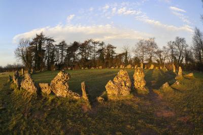 https://imgc.allpostersimages.com/img/posters/the-rollright-stones-a-bronze-age-stone-circle-chipping-norton-oxfordshire-cotswolds-england_u-L-PWFEXV0.jpg?p=0