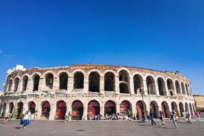 https://imgc.allpostersimages.com/img/posters/the-roman-arena-verona-unesco-world-heritage-site-veneto-italy-europe_u-L-PQ8M9B0.jpg?p=0