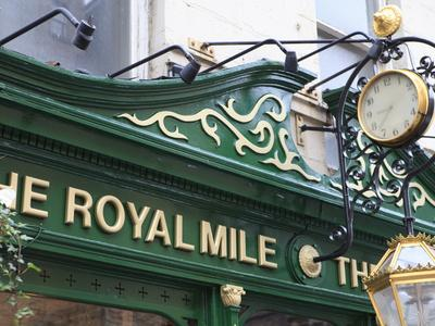 https://imgc.allpostersimages.com/img/posters/the-royal-mile-pub-old-town-edinburgh-scotland-uk_u-L-PFNXTM0.jpg?p=0