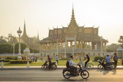 https://imgc.allpostersimages.com/img/posters/the-royal-palace-phnom-penh-cambodia-indochina-southeast-asia-asia_u-L-PWFSX40.jpg?p=0