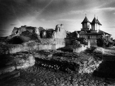 https://imgc.allpostersimages.com/img/posters/the-ruins-of-vlad-dracul-s-palace-tirgoviste-romania_u-L-PUSZ970.jpg?p=0