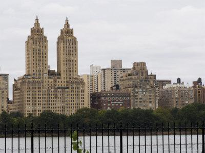 https://imgc.allpostersimages.com/img/posters/the-san-remo-building-overlooking-central-park-manhattan-new-york-city-new-york-usa_u-L-P1K9IB0.jpg?p=0
