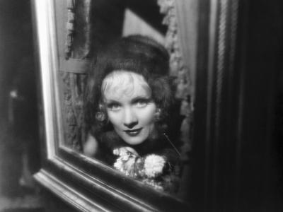 https://imgc.allpostersimages.com/img/posters/the-scarlet-empress-marlene-dietrich-as-catherine-the-great-1934_u-L-PH5JVO0.jpg?artPerspective=n