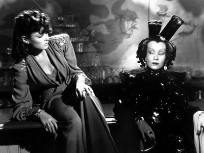 https://imgc.allpostersimages.com/img/posters/the-shanghai-gesture-by-josef-von-sternberg-with-gene-tierney-and-ona-munson-1941-b-w-photo_u-L-Q1C27W90.jpg?artPerspective=n