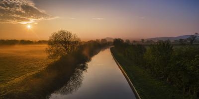 https://imgc.allpostersimages.com/img/posters/the-shropshire-union-canal-leads-through-cheshire-plain-to-beeston-castle-and-peckforton_u-L-Q12R4Y70.jpg?p=0