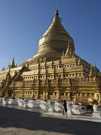 https://imgc.allpostersimages.com/img/posters/the-shwe-zigon-a-buddhist-temple-nyaung-u-near-bagan-pagan-myanmar-burma_u-L-PWFHYX0.jpg?p=0
