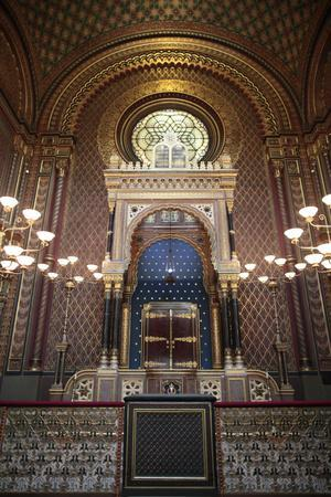 https://imgc.allpostersimages.com/img/posters/the-spanish-synagogue-built-in-1868-prague-czech-republic_u-L-Q1GYJBT0.jpg?artPerspective=n