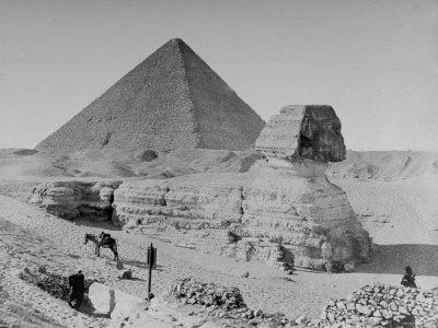 https://imgc.allpostersimages.com/img/posters/the-sphinx-and-pyramid_u-L-P3OFYH0.jpg?p=0