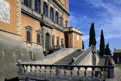https://imgc.allpostersimages.com/img/posters/the-stairs-in-front-of-farnese-palace_u-L-PPQFMV0.jpg?p=0