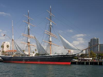 https://imgc.allpostersimages.com/img/posters/the-star-of-india-is-the-world-s-oldest-active-sailing-ship_u-L-PJ38X20.jpg?artPerspective=n