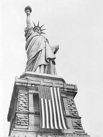 https://imgc.allpostersimages.com/img/posters/the-statue-of-liberty_u-L-Q10OLR70.jpg?p=0