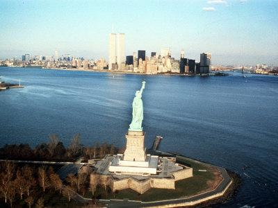 https://imgc.allpostersimages.com/img/posters/the-statue-of-liberty_u-L-Q10ON6A0.jpg?p=0